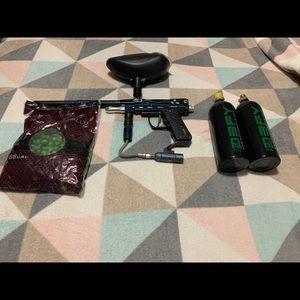 Spyder paint ball gun w/accessories